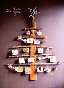 http://dosfamily.com/2012/11/christmas-calendar-diy/xmasdosfamilytree/