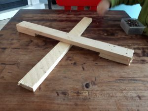 Hedendaags Kerstboom opzetten: zelf een kerstboom kruis maken - Kaboutertuin OT-69